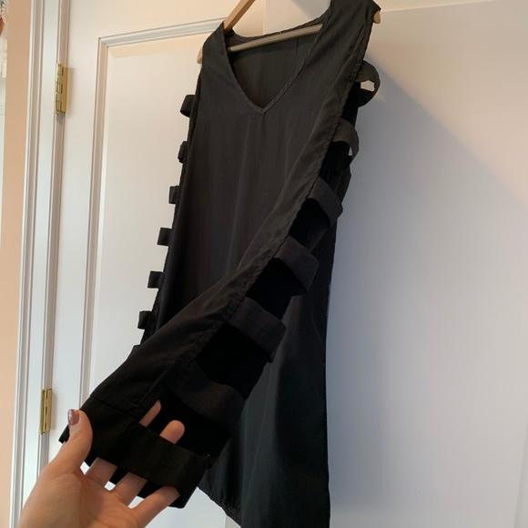 Tobi Dresses & Skirts - TOBI Cut Out Shift Dress - Large